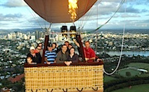 Incentive travel delegates on a hot air baloon trip ober Brisbane with uniq dmc australia