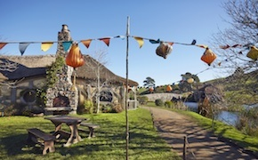 incentive travel delegates dine at hobbiton with dmc auckland