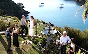 Incentive travel delegates enjoy food and wine in Auckland and Waiheke island with dmc for australia and new zealand