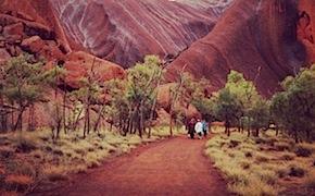 Incentive group enjoys uluru tour and walks to waterholes with dmc australia