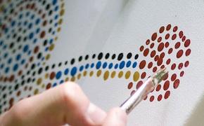 dmc uluru organised dot painting workshops for incentive travel delegates