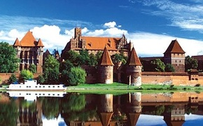 Explore castles and culture of eastern europe during your luxury travel with uniq