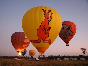 In Australia, on the Gold Coast Incentive Group enjoy hot air balloon experiencewith dmc Brisbane, UNIQ Travel & Incentives Australia